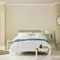 Superfresco Athena Shimmer Scroll Gold Wallpaper (Was £16) - 20-727 White And Gold Wallpaper, Metallic Wallpaper, Embossed Wallpaper, Geometric Wallpaper, Textured Wallpaper, Tapete Gold, Peelable Wallpaper, Design Repeats, 3 D
