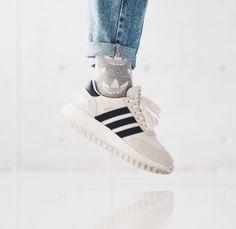 san francisco 387d8 1daee Damen Sneaker ᐅ Onlineshop • Günstig kaufen bei SneakerParadies.de. adidas  Originals iniki white black weiß ...