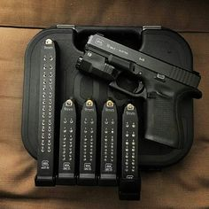 Painted inlay on Glock pistol and mags, does look good! Glock Guns, Weapons Guns, Guns And Ammo, Protection Rapprochée, Ps Wallpaper, By Any Means Necessary, Custom Guns, Fire Powers, Military Guns