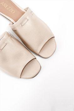 Γυναικεία σανδάλια Arezzo. Είναι κατασκευασμένα από άριστης ποιότητας υλικά, αντιολισθητική σόλα για σταθερό περπάτημα. Μια ιδιαίτερη επιλογή που θα δώσει ξεχωριστό στυλ σε κάθε σας εμφάνιση. Heeled Mules, Heels, Fashion, Heel, Moda, Fashion Styles, High Heel, Fashion Illustrations, Stiletto Heels