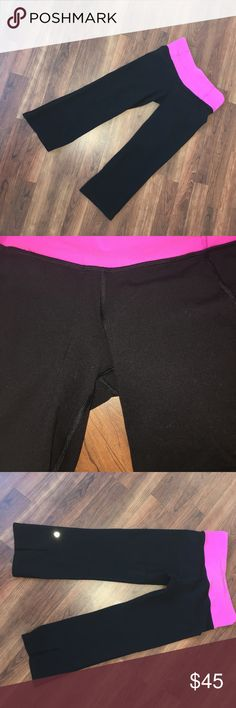 lulu🍋 cropped reversible leggings They aren't super wide at the bottom but they aren't skin tight either, they hit right at the calves! lululemon athletica Pants Leggings