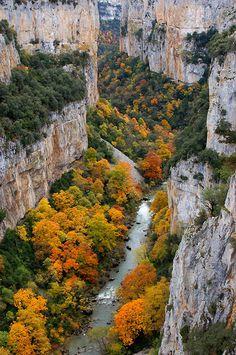 Paisajes de #Navarra. La Foz de Arbayún  --> http://www.turismo.navarra.es/ita/organice-viaje/recurso/Patrimonio/3860/ArbaiunLumbier.htm