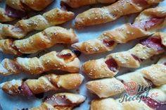 Vynikající párty TWISTER tyčinky se slaninou a sýrem | NejRecept.cz Food Design, Snacks Für Party, Pretzel Bites, Sausage, Bacon, Food And Drink, Bread, Vegetables, Breakfast