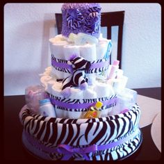 Diaper cake for baby shower! Change colors or print to match nursery decor or baby sex Baby Shower Items, Baby Shower Crafts, Baby Shower Diapers, Shower Gifts, Baby Shower Decorations, Baby Boy Shower, Diy Diaper Cake, Nappy Cakes, Baby Party
