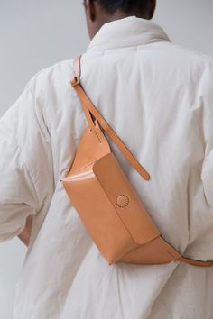 The Fanny Pack is Back & Really Really Good Looking on apartment 34 Diy Leather Rucksack, Leather Fanny Pack, Leather Bag, My Bags, Tote Bags, Purses And Bags, Leather Accessories, Fashion Accessories, Fashion Bags