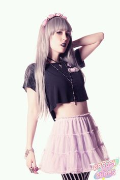 Like the newer movement and mix of colors with a base of black. Pastel Goth Fashion, Grunge Fashion, Women's Fashion, You Look Fab, Kawaii Goth, Victorian Goth, Goth Women, Creepy Cute, Cool Hair Color