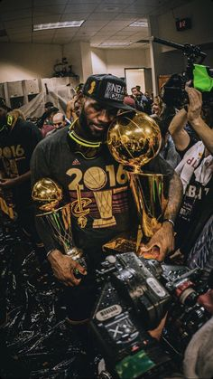 Discover recipes, home ideas, style inspiration and other ideas to try. Lebron James Cavs, Lebron James Cavaliers, Lebron James Body, Lebron James Championship, Lebron James Tattoos, Lebron James Michael Jordan, Lebron James And Wife, Lebron James Quotes, Lebron James Poster