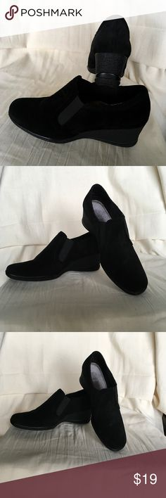 """CIRCO COMFORT Preowned,genuine suede leather. Heel 2,5"""" fits very comfy for size 9,5 .In good condition Circo Shoes"""