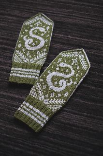 Ravelry: Great Ambition pattern by Dianna Walla Mittens Pattern, Knit Mittens, Knitting Socks, Knitted Hats, Knitting Designs, Knitting Projects, Knitting Patterns, Norwegian Style, Harry Potter Magic