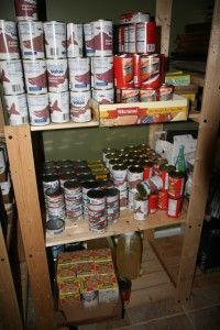 Emergency Food Stock: Building up a year-long food supply is a big endeavor, but you can do it by tackling this in three steps. Emergency Preparedness Food Storage, Prepper Food, Emergency Food Supply, Emergency Preparation, Emergency Supplies, Survival Prepping, Doomsday Prepping, Wilderness Survival, Survival Food List