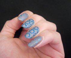 Squeaky Nails: Quatrefoil Nails with ~Jump Up Jump Up and Get Down~ glitter accents http://www.squeakynails.com/2014/09/quatrefoil-nails.html