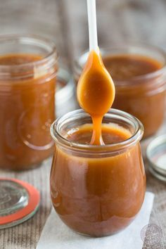 Homemade Salted Caramel Sauce - Table for Two® by Julie Wampler Homemade salted caramel sauce is so easy to make that you won't need to buy it from the store! Make a bunch to store in the fridge for future dessert use! Dessert Sauces, Dessert Recipes, Salsa Dulce, Salted Caramel Sauce, Salted Caramels, Caramel Apple, Just Desserts, Healthy Desserts, Healthy Food