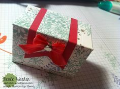 Tutorial, punching and folding board, treasure chest Gift Bag Punch Board, Envelope Punch Board, Diy Paper, Paper Crafts, Stampin Up Anleitung, We R Memory Keepers, Little Boxes, Treasure Chest, Origami
