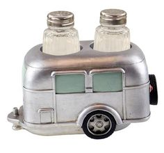 This silver polystone resin salt and pepper holder is both practical and cute. Every Airstream trailer should have one. As a bonus the salt and pepper shakers are included. This will make a perfect happy camper gift. Airstream Travel Trailers, Retro Trailers, Retro Campers, Vintage Travel Trailers, Vintage Campers, Airstream Motorhome, Camp Trailers, Rv Campers, Vintage Motorhome