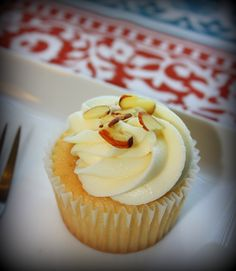 Vanilla Almond Cupcakes with Cream Cheese Almond icing! Couldn't resist eating 2 of these in 1 sitting. #cupcake #sweet
