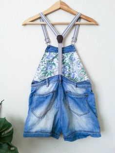 1074367e4 Young Girls Blue Denim Overall Shorts W/ Floral Print 6T, Flower, Vintage  Overalls