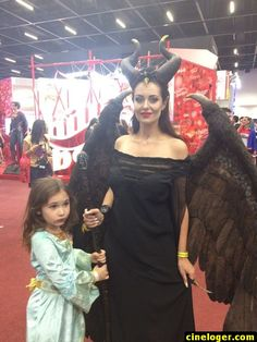 Cosplay Pictures of today for Cinema Lovers - Page 3 of 6 - Cineloger Disney Cosplay, Maleficent Cosplay, Marvel Cosplay, Anime Cosplay, Maleficent Halloween, Maleficent Horns, Malificent Costume Diy, Maleficent Makeup, Hallowen Costume
