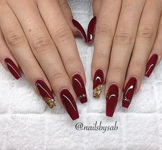 Trend Herbst Nägel: Weinrot Farbe Kunst Designs Nägel You can collect images you discovered organize them, add your own ideas to your collections and share with other people. Red And Gold Nails, Maroon Nails, Burgundy Nails, Red Nail Polish, Nail Polish Trends, Classy Nails, Fancy Nails, Gorgeous Nails, Pretty Nails