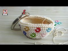 How to sew the purse nozzle, Diy Abschnitt, Diy Beaded Coin Purse, Crochet Coin Purse, Diy Purse, Beaded Purses, Beaded Bags, Crochet Baby Sandals, Crochet Shoes, Bead Crochet, Crochet Beanie Pattern