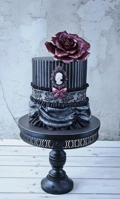 Dark, Cameo Cake Art, but teal with brown accents Gothic Wedding Cake, Gothic Cake, Crazy Wedding Cakes, Round Wedding Cakes, Crazy Cakes, Unique Wedding Cakes, Fancy Cakes, Steampunk Wedding, Victorian Steampunk