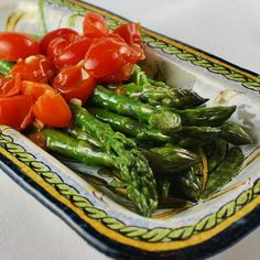 Learn how to cook asparagus on the stove, in the oven, or over a grill. See how-to videos with recipes and tips so you can cook asparagus with confidence. Oven Roasted Asparagus, Steamed Asparagus, Asparagus Fries, Asparagus Recipe, Asparagus Dishes, Tomato Recipe, Steamed Vegetables, Asparagus On The Stove, Kitchens
