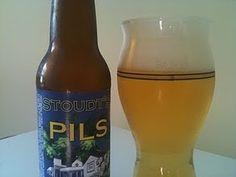 Cerveja Stoudt's Pils, estilo Bohemian Pilsener, produzida por Stoudts Brewing Co., Estados Unidos. 4.7% ABV de álcool.