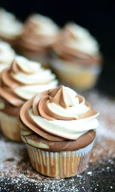 Perfect combination of chocolate and vanilla in one cupcake! With these Marble Cupcakes with Marble Cream Cheese Frosting, you will best of both in every bite! Source: Marble Cupcakes with Marble Cream Cheese Frosting – Will Cook For Smiles Related Marble Cupcakes, Baking Cupcakes, Yummy Cupcakes, Cupcake Cookies, Cupcakes With Cream Cheese Frosting, Lemon Cupcakes, Nutella Frosting, Nutella Cupcakes, Swirl Cupcakes