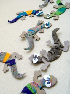 Wool chameleons and snakes in DIY accessories with wool DIY craft . - Wool chameleons and snakes in DIY accessories with wool DIY craft car … # cam - Cardboard Crafts, Yarn Crafts, Paper Crafts, Cardboard Car, Clay Crafts, Decor Crafts, Diy For Kids, Crafts For Kids, Arts And Crafts