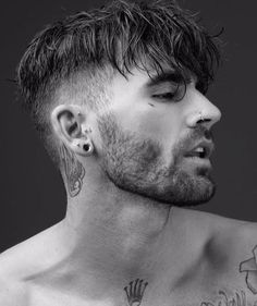 Forward Fringe With Disconnected Undercut - Disconnected Undercut Hairstyles Here is how to stay fancy and classy with the haircut that doesn't go out of style. These 44 disconnected undercut are sure to keep you trendy always. Hair And Beard Styles, Curly Hair Styles, Hair Style Men, Fade Haircut, Mens Fringe Haircut, Grunge Hair, Haircuts For Men, Short Hair Cuts, Men Short Hair
