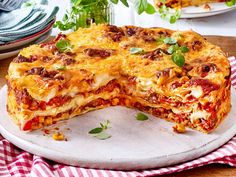 Pizza-Lasagne – das beste Rezept Pizza lasagna is the best recipe ever since Italian cuisine. We'll show you how you can easily make the Italian symbiosis of two classics at home yourself. One must not miss: a spicy meat sauce! World's Best Food, Best Food Ever, Good Food, Yummy Food, Pizza Recipes, Potato Recipes, Lunch Recipes, Healthy Recipes, Pizza Taco