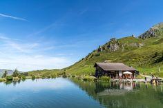 Walenpfad - Wanderung von Brunni auf die Bannalp - Engelberg Engelberg, Switzerland, Wanderlust, Around The Worlds, Cabin, House Styles, Water, Travel, Outdoor