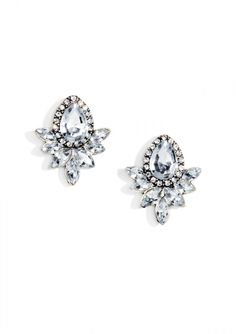 Crystal stones and smaller rhinestones create these super delicate 1950s inspired studs. Pair these with a full length dress for evening or with a blazer and jeans for a dressed up weekend look.