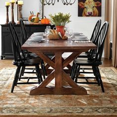 Farmhouse Kitchen Tables, Dining Table In Kitchen, Dining Rooms, Black Buffet, Wood Dining Bench, Country House Interior, Kitchen Interior, Solid Wood Table, Decoration