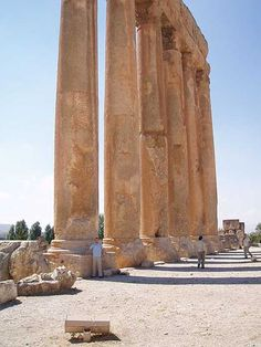 The incredible columns of the Temple of Jupiter in Baalbek, Lebanon. (CC BY-SA 2.5)