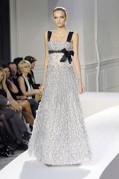 Oscar de la Renta Spring 2008 Ready-to-Wear Fashion Show - Lily Donaldson