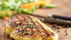 Grilovaná kuřecí prsa v jogurtové marinádě Grilling Recipes, Cooking Recipes, Salmon Burgers, Pesto, Curry, Food And Drink, Chicken, Ethnic Recipes, Hobbs