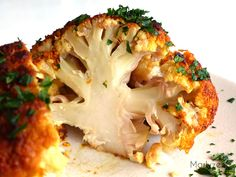 Whole roasted cauliflower with garlic spice butter - Popular Recipes 2019 Healthy Summer Recipes, Healthy Snacks, Healthy Eating, Healthy Vegetables, Veggies, Vegetable Recipes, Vegetarian Recipes, Confort Food, Whole Roasted Cauliflower