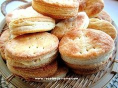 Today we are going to make a recipe for salty biscuits, which are no other than the typical Argentine grease biscuits. They are the ideal accompaniment to . Salty Foods, Salty Snacks, Argentine Recipes, Argentina Food, Strawberry Muffins, Food Porn, Foodblogger, Cooking Time, Flan