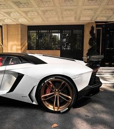 The Lamborghini Huracan was debuted at the 2014 Geneva Motor Show and went into production in the same year. The car Lamborghini's replacement to the Gallardo. Lamborghini Aventador, Lamborghini Concept, Car Goals, Import Cars, All Cars, Expensive Cars, Future Car, Sexy Cars, Amazing Cars