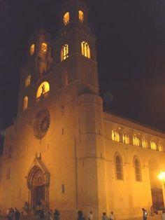 Cattedrale di Altamura Castel Del Monte, Kirchen, Cathedrals, San Francisco Ferry, Samsung, Italy, Building, Travel, Italia