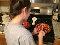 Football Vibes: 5 Tips for a Stress-Free Game Day What's quick and easy but hot and fresh and perfect for #gameday! http://www.verbalgoldblog.com/2016/02/football-vibes-5-tips-for-stress-free.html #maketherightcall #CG #ad @digiorno https://www.pinterest.com/digiorno/