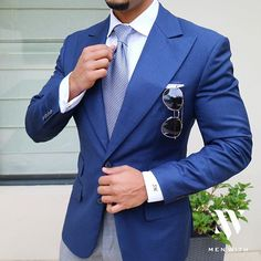 Love this photo of our dear friend Wedding Men, Wedding Suits, Wedding Blue, Classy Casual, Men Casual, Suit Fashion, Mens Fashion, Blue Suit Men, Style Masculin