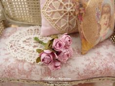 Bouquet de CINQ roses miniatures en papier, Roses, Accessoires de décoration pour maison de poupée à l'échelle 1/12 by AtelierMiniature on Etsy