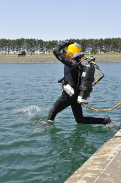 John 15:13, NO GREATER LOVE... - Navy Diver Wouldn't Leave Trapped Comrade Behind Even as Equipment Failed. Report Shows Just How Selfless Their Final Actions Were.