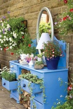 53 Beautiful DIY Outdoor Garden Crafts Ideas to Make Your Garden More Beautiful - Page 25 of 55 Diy Garden Projects, Garden Crafts, Diy Planters, Garden Planters, Balcony Garden, Garden Deco, Garden Art, Easy Garden, Cama Floral