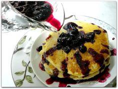 Panquecas de buttermilk com calda de blueberry