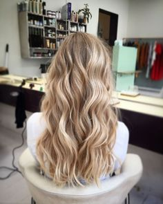 Hairstyles For Black Women Beautiful Wedding Hair Idea!Hairstyles For Black Women Beautiful Wedding Hair Idea! Honey Blonde Hair, Blonde Hair Looks, Blonde Hair With Highlights, Balayage Hair Blonde, Blonde Hair Color Natural, Beachy Blonde Hair, Curled Blonde Hair, Beige Blonde Hair, Honey Balayage