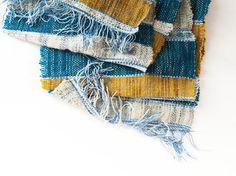 Sciarpa multietnica in lana e cotone tessuta a di TheWovenSheep, €58.00