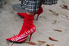 The Street Style Stars of Paris Fashion Week Are All About Bold Color, Statement Bags, And A Good Beret Photos Star Fashion, Paris Fashion, Fashion Shoes, Fashion Outfits, Womens Fashion, Color Fashion, High Fashion, Camille Charriere, Ootd