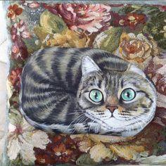 Yastık sefası#kedi #cat #pietra #izmir #stoneart #doğaltaşboyama #art #tasarım #dekoratifboyama #painting #bahar #gününkaresi #photoday #animallovers #hayvanseverler #catlovers #tekir #kitty #elyapımı #handmade #gift #tagsforlike #catstagram #catfollowers